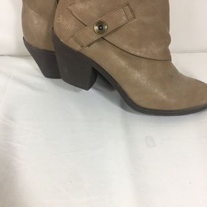 Shoes - BRONW ANKLE BOOT SIZE 9